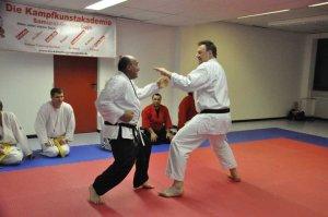Bernd Baumhöfer zeigt Jiu-Jitsu Techniken.